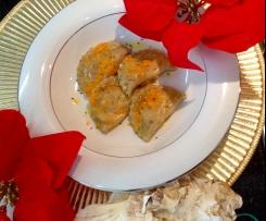 Mezzelune di pistacchio al salmone e ricotta con burro, zucca croccante e semi di papavero - Natale