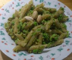 Pasta con piselli e pesto di pistacchi