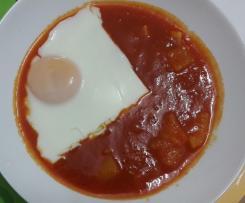 Uova al vapore con sugo alla campagnola