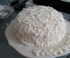 Torta compleanno floreale con crema pasticciera nocciola e gianduia. Frosting mascarpone e panna