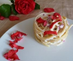 Bucatini alla crema con rose