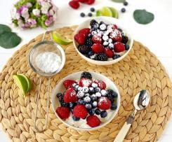 Tiramisù con yogurt greco e frutti di bosco