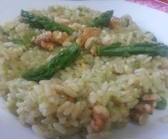 Vegan Risotto integrale in crema di asparagi e noci