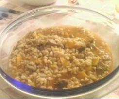 Zuppa di farro, peperoni e spezzatino.