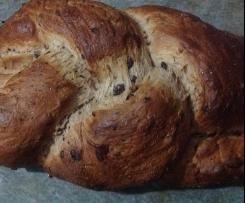 Treccia di pan brioche con gocce di cioccolata