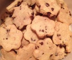 Biscotti alle nocciole con gocce di cioccolato