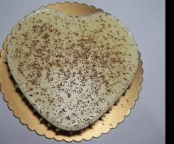 Torta al cioccolato bianco con coriandoli di cioccolato fondente