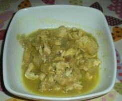 Pollo al curry e cipolle rosse.