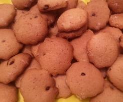 Biscotti friabili con gocce di cioccolato
