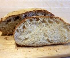 Pane con buconi e crosta croccante a lievitazione naturale