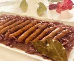 Salsiccia con contorno di cipolle di Tropea In agrodolce