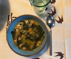 Zuppa di zucca, cavolo nero e ceci