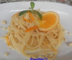 Spaghetti con Arancia Taleggio e Granella di Mandorle