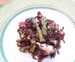 Insalata di riso rosso con asparagi e filetti di sgombro