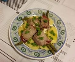 Involtini di bufalo agli asparagi e salsa di rucola