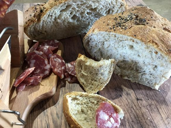Pane casalingo semintegrale e con i semi