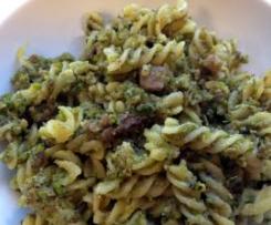 Pasta al pesto di pistacchio e speck