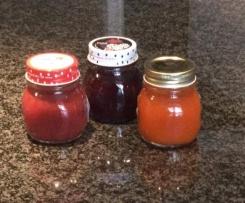 Marmellata di albicocche, ciliegie e fragole
