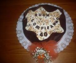 Torta di compleanno con striscia decorativa al cioccolato