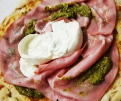 Pizza mortadella pesto e burrata