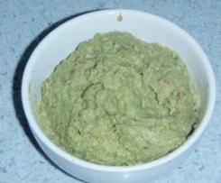 Pesto di broccoli, acciughe e nocciole