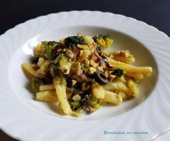 Pasta risottata con broccoli salsiccia e pistacchi