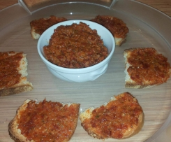 Patè cunzato (con pomodori secchi velocissimo)