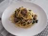 Troccoli con salsiccia, spinaci e cipollotti.