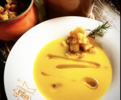 Vellutata zucchine e zafferano con crostini all'aglio