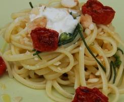 Linguine di Primavera (con agretti, pomodori confit, stracciatella e crumble di mandorle)