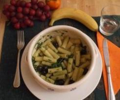 Tortiglioni con rucola acciughe e olive