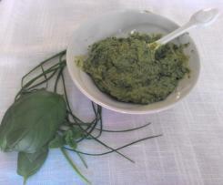 Pesto alle erbe aromatiche basilico erba cipollina e menta (contest pesto e condimenti)