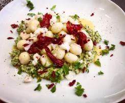 Gnocchetti di baccalà su patè di zucchine grigliate e pistacchi con condimento di peperoni cruschi -CONTEST TRICOLORE-