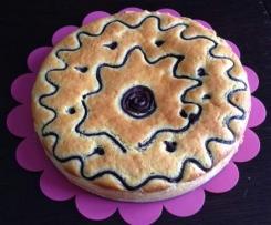 Torta-crostata decorata farcita con crema al cioccolato