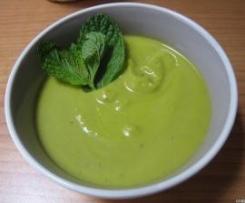 Zuppa fredda di piselli aromatizzata alla menta