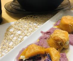 """Tortini di zucca con ripieno di cappuccio viola e  affimicata si purea di cappuccio viola su purea di cappuccio viola """"contest contorni di verdure"""""""
