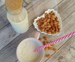 Latte di mandorle senza zucchero (solo acqua e mandorle)