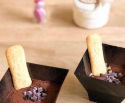Coppette di crema al mascarpone frutti rossi e cioccolato