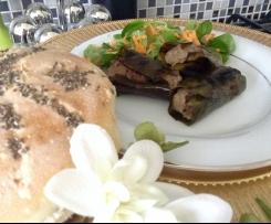 Involtini di trita, salsiccia e porcini in foglie di limone su letto di valeriana e carote. Contest settembre
