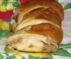 pan brioche tonno, svizzero e capperi