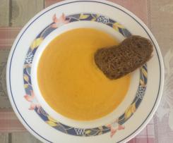 Vellutata di peperoni gialli, basilico e crostini di pane