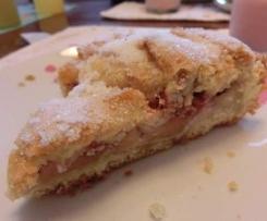Crostata Crumble Ripiena di Pasta di Mandorle, Fragole e Mele