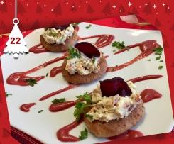 Mousse di baccalà e pomodori secchi e chips di barbabietola su focaccine di castagne e crema di barbabietole - Natale