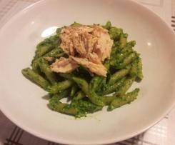 Penne integrali al salmone e pesto di spinaci