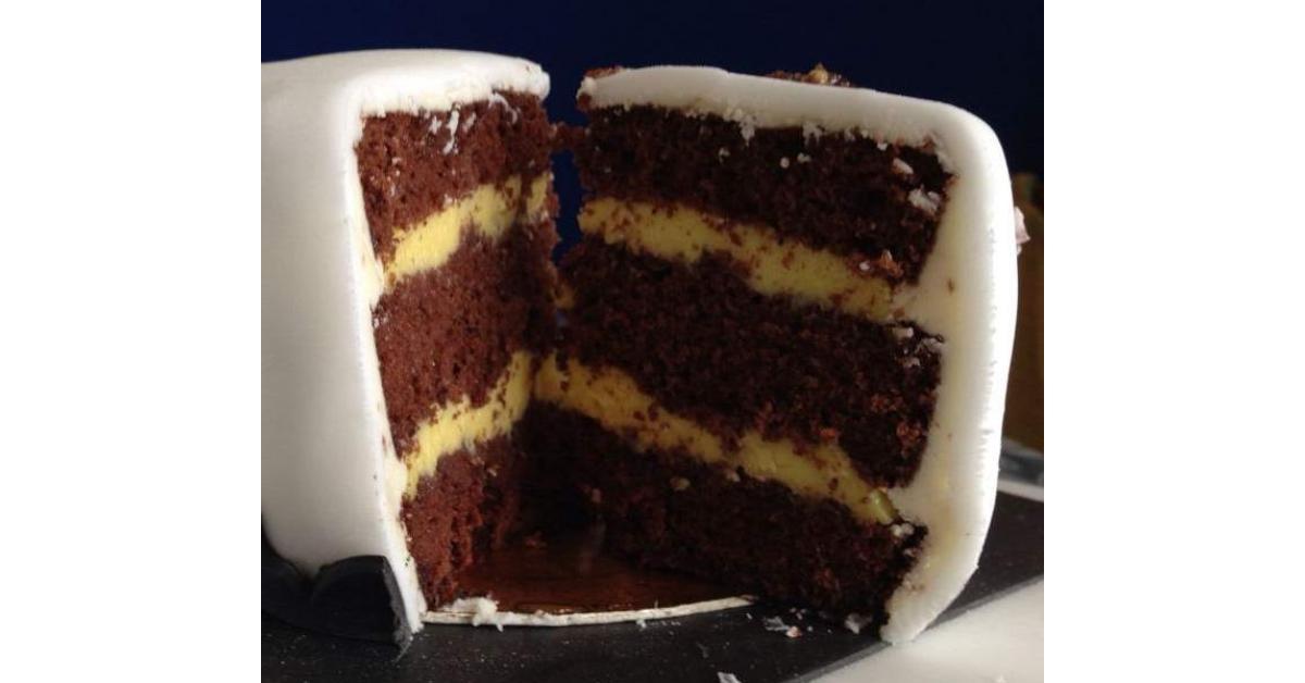 Pan di spagna alto al cacao per cake design un ricetta creata dall 39 utente giulia4smile - Glassa a specchio su pan di spagna ...