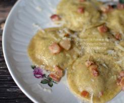 Ravioli ripieni di fave e ricotta con pancetta