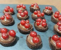 Cestini di cioccolato e ribes