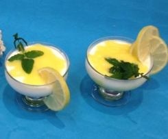 Mousse di yogurt con gel di limone