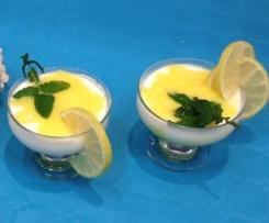 Mousse di yogurt con gel di limone