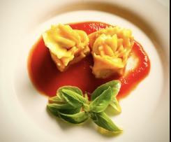 Rose giallo mimosa di pasta ripiena per la Festa della Donna